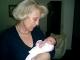 La dolce Lucrezia in braccio alla nonna Annamaria Proietti